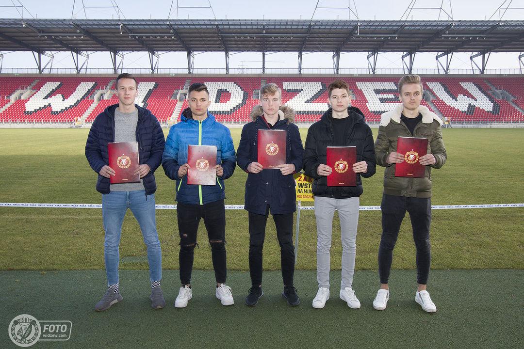Piłkarze Akademii Widzewa podpisali kontrakty