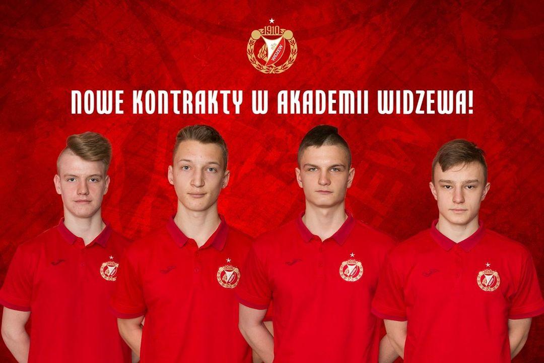 Czterech piłkarzy Akademii Widzewa podpisało kontrakty