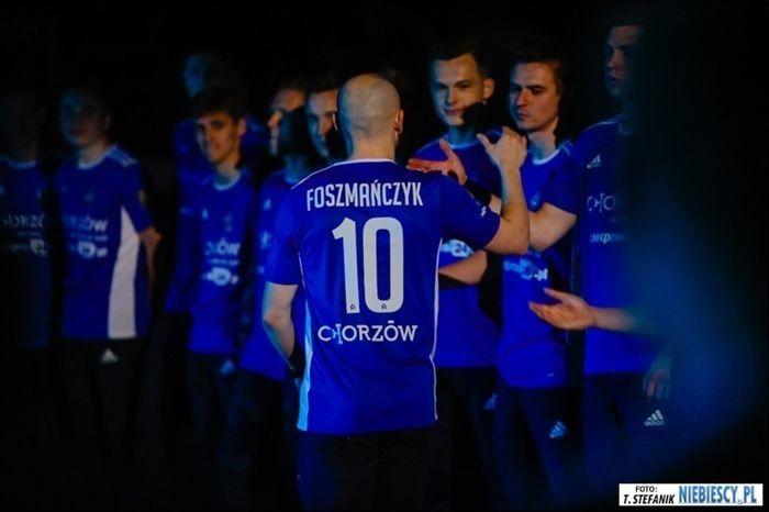 Koszulka Ruchu z autografami sprzedana za 850 złotych!